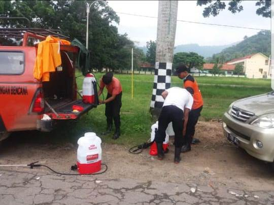 Tim Gugus Tugas Percepatan Penanganan Corona Lakukan Penyemprotan Disinfektan Secara Serempak di 11 Kecamatan