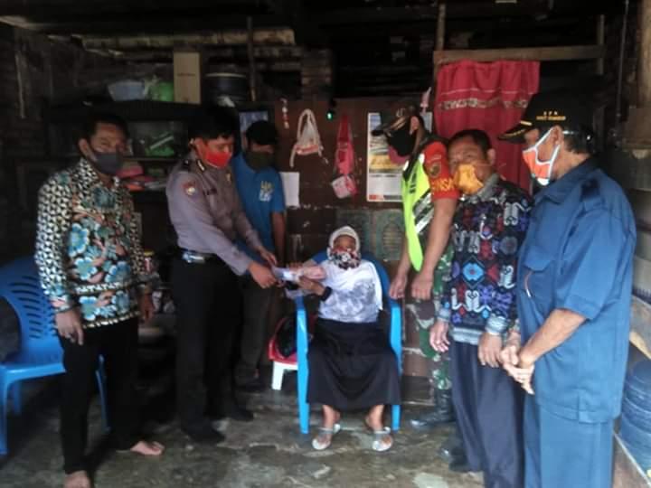 Pemerintah Kampung Bukit Gemuruh, Way Kanan Kembali Salurkan BLT-DD Tahap II