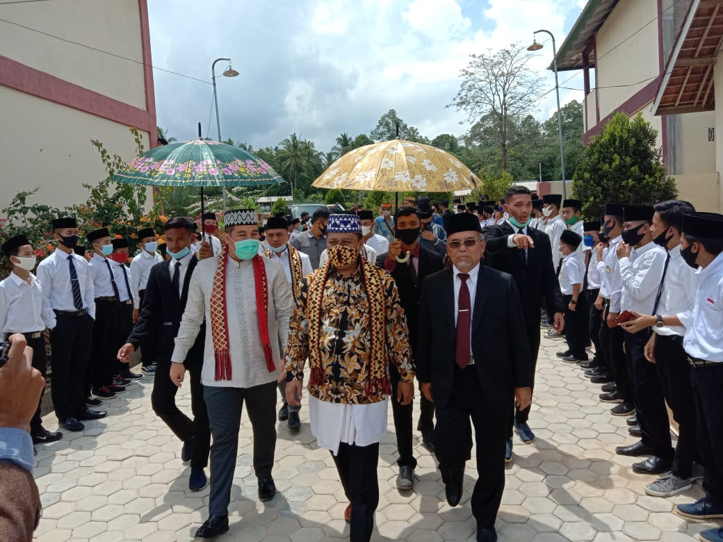 Calon Bupati Dendi Hadiri Acara Hari Lahir Pondok Modern Da'arul Ikrom Kedondong