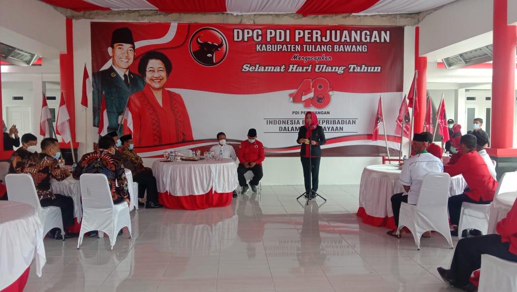 HUT Ke – 48, DPC Partai PDI-Perjuangan Tuba Melakukan Pemotongan Nasi Tumpeng